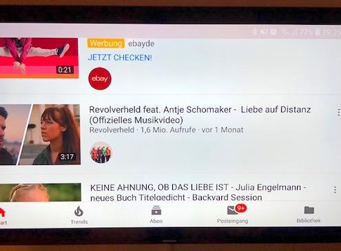 Smartphone YouTube auf Fernseher - Querformat