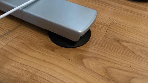 höhenverstellbarer Schreibtisch - justierbare Füße