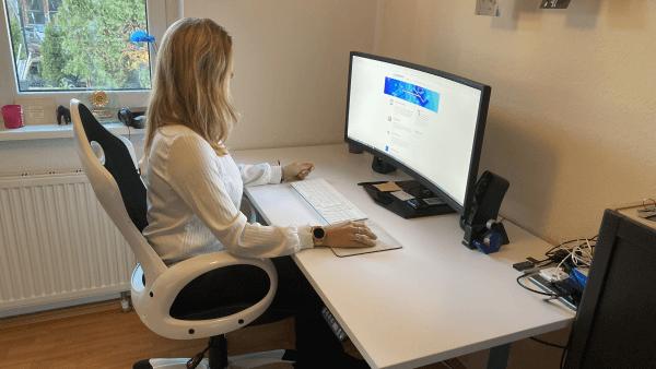 höhenverstellbarer Schreibtisch - richtig Sitzposition