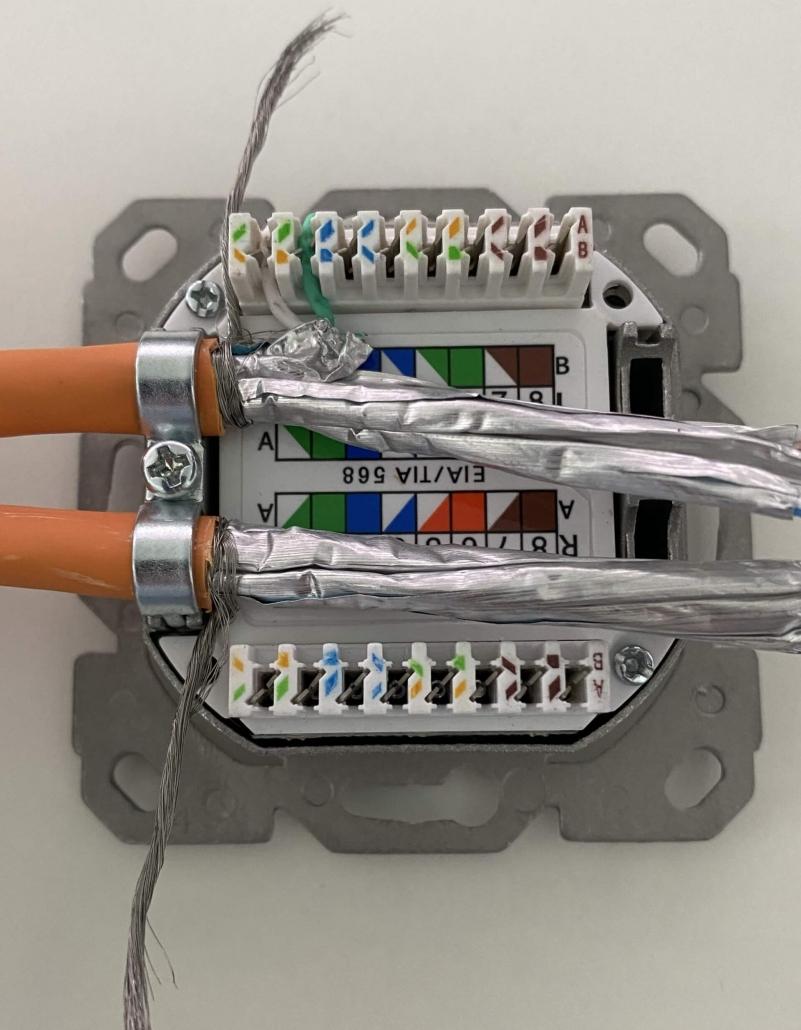09 Cat 7 Kabel - zwei Adern aufgelegt