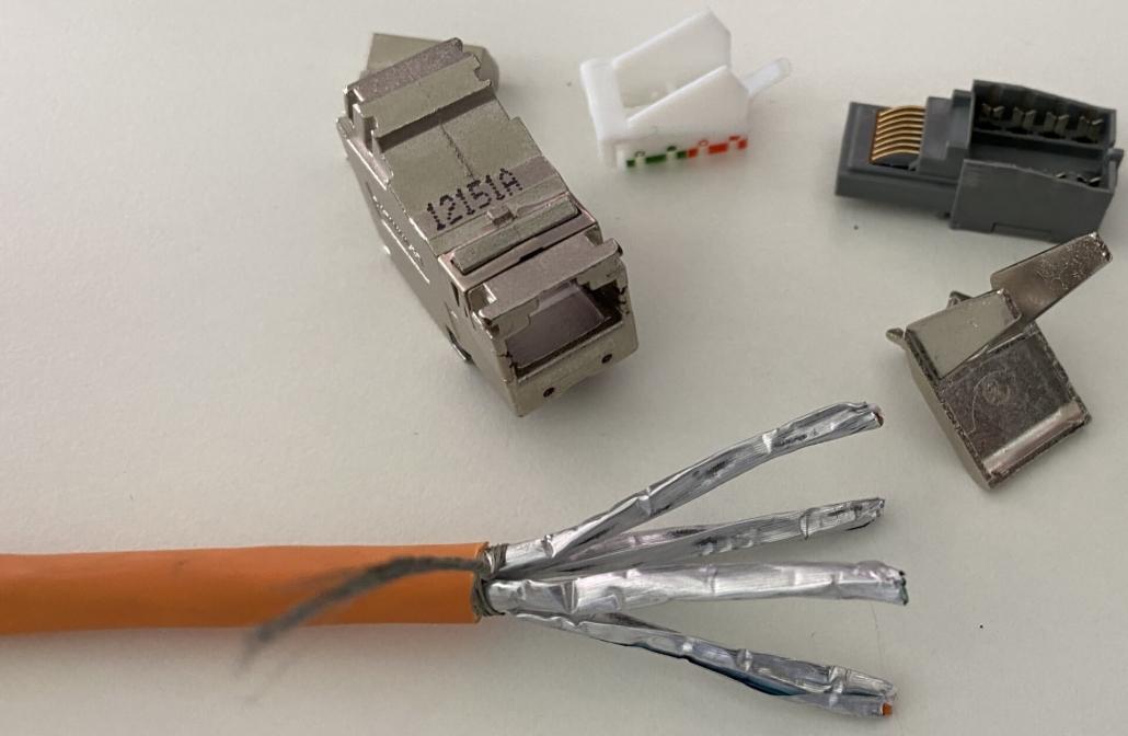 15 Cat 7 Kabel für Keystone Modul vorbereitet